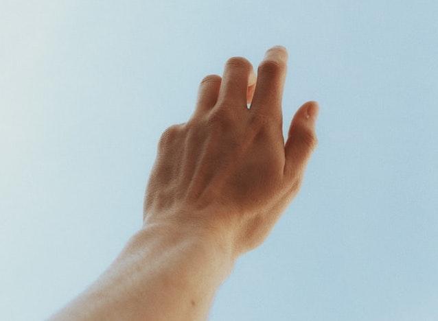 男が指毛を優先処理すべき理由