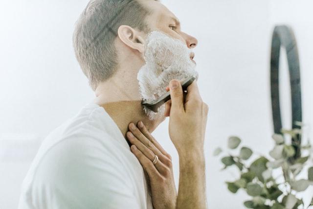 【激安脱毛】めんどくさい朝の髭剃りから7333円で解放される方法